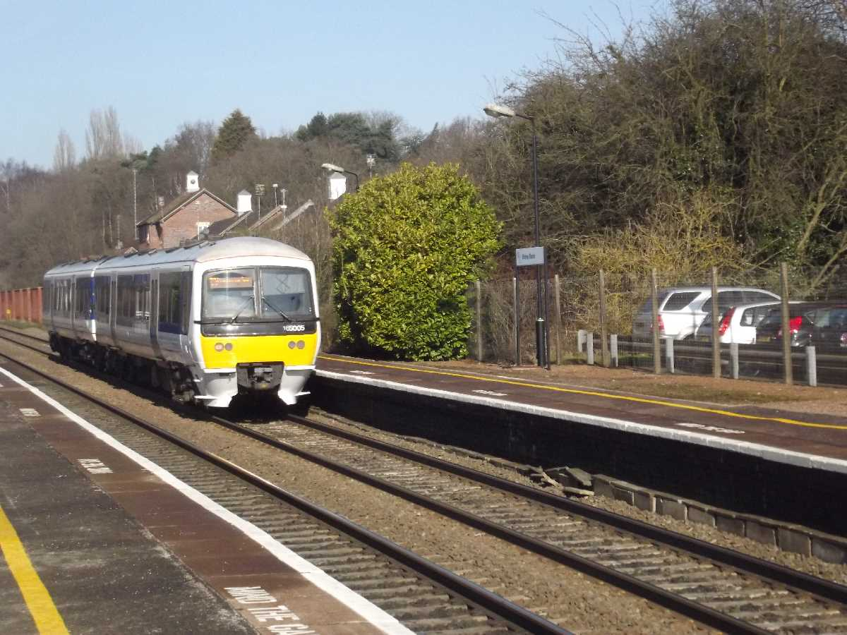 Chiltern Railways 165005 passing Widney Manor Station