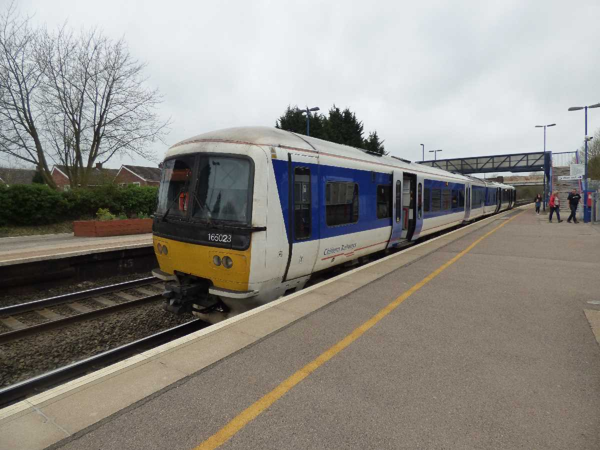 Chiltern Railways 165023 at Hatton Station