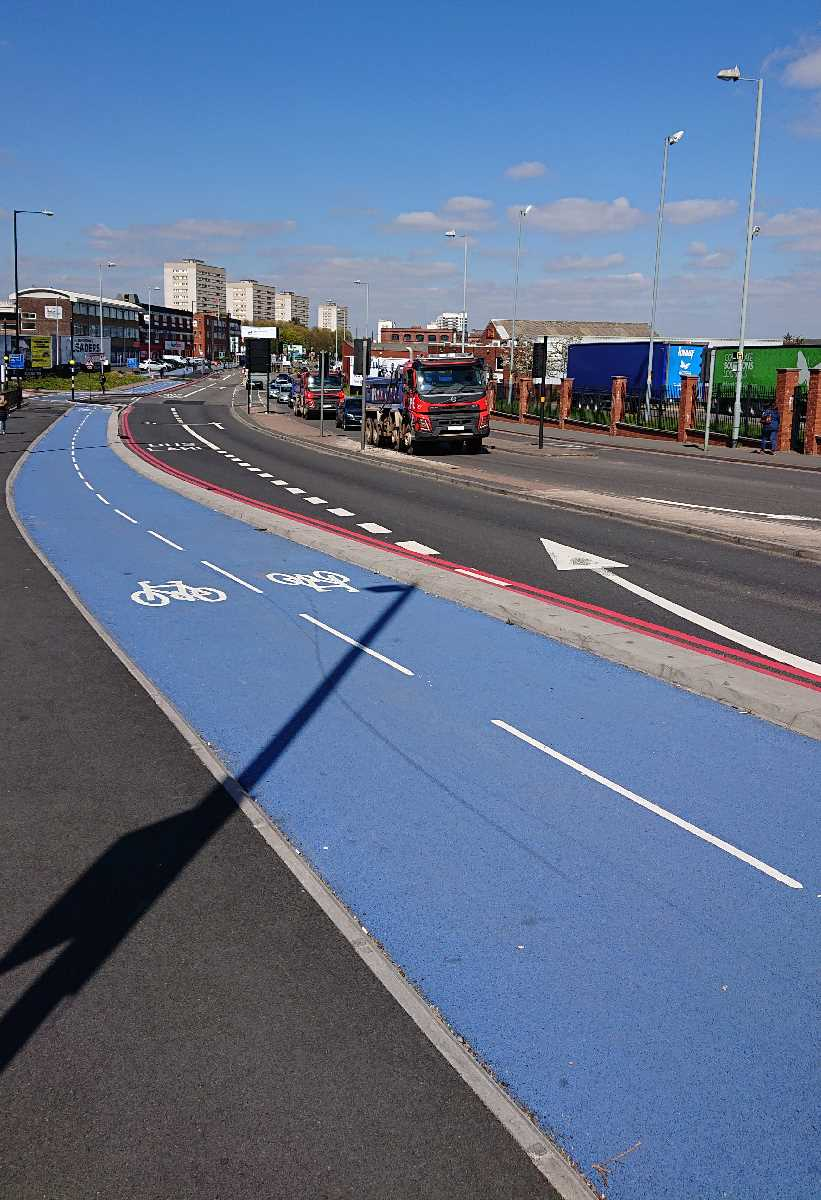 Blue cycleway - Lancaster Street / New Town Row (April 2019)