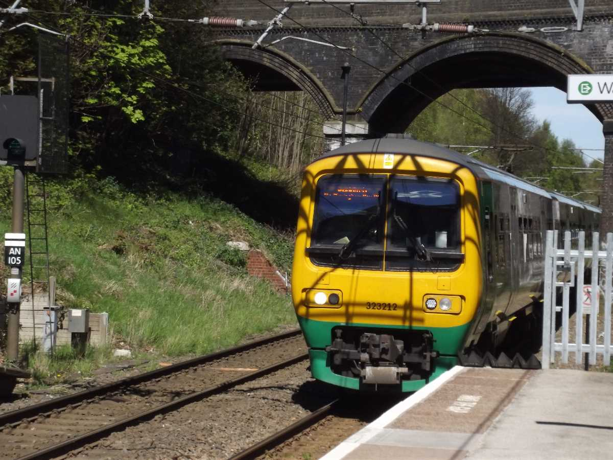 Gravelly Hill Station - London Midland 323212