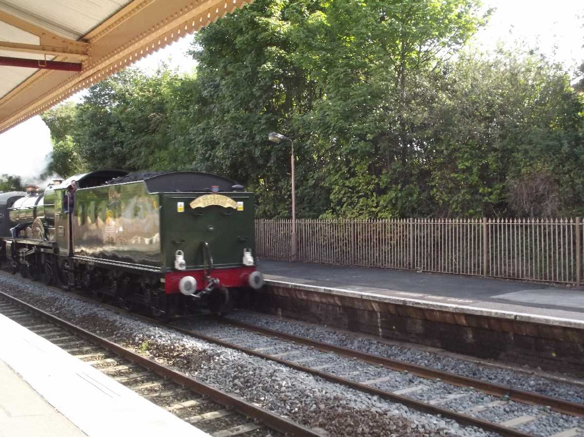 Shakespeare Express passing Hall Green Station